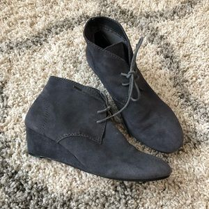 Crown Vintage Gray Suede Ankle Boots 7.5